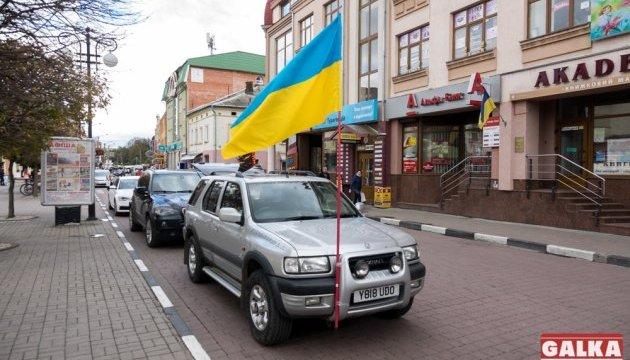 Українці з Англії передали військовим позашляховик в зону АТО