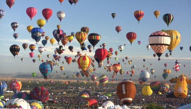 Сотні повітряних куль розфарбували небо над Альбукерке