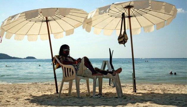 Таїланд відтермінував штрафи за куріння на пляжах