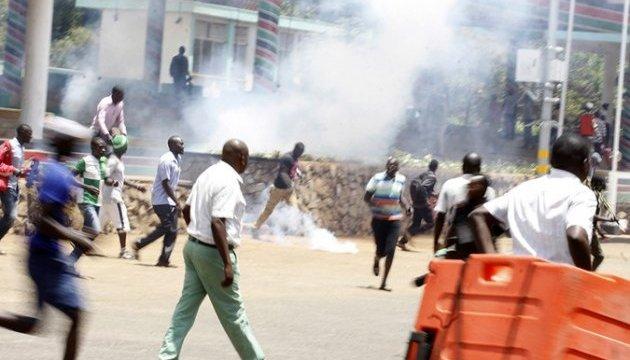 Взрыв фугаса в Кении унес жизни по меньшей мере десять правоохранителей
