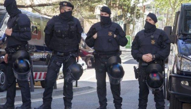 Парламент Каталонії охороняють озброєні поліцейські