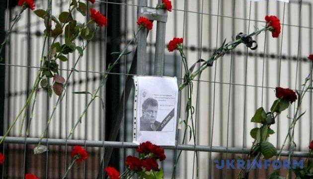 На будинку Нємцова дозволили пам'ятну дошку — якщо мешканці не проти
