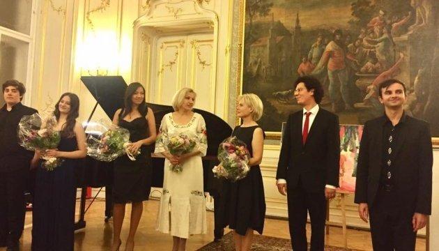 Embassies of Hungary, Ukraine in Vienna collected €15,000 for Ukrainian children
