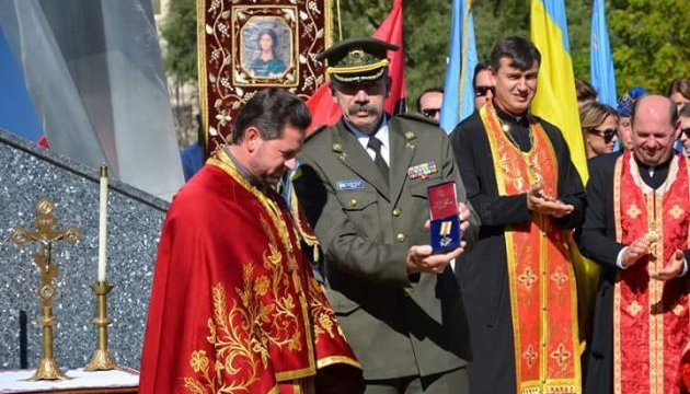 Українського священика в Чикаго нагородили медаллю за допомогу військовим