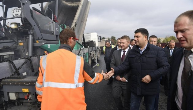 Гройсман перевіряє дороги на Київщині і міст через Дніпро