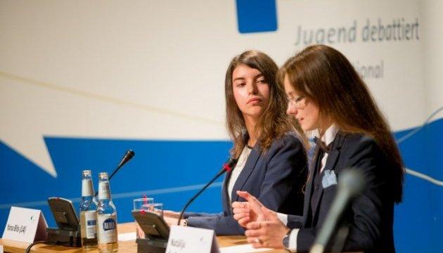 Школярка з Івано-Франківська перемогла на міжнародних дебатах  в Естонії