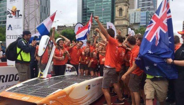 """Перегони """"сонячних"""" електрокарів: переможці з Нідерландів назвали рецепт успіху"""