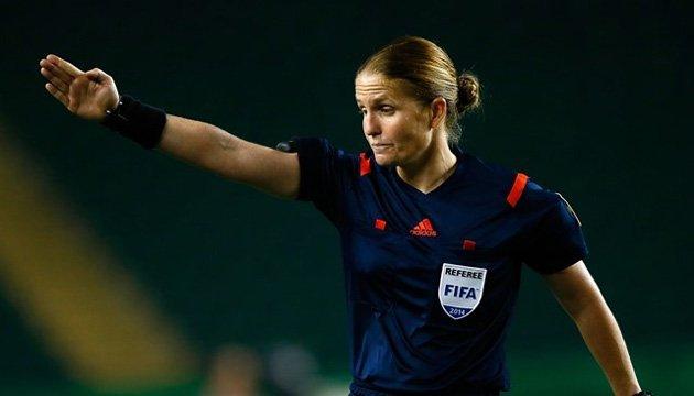 Футбол: вперше жінка-арбітр судитиме матч на чоловічому чемпіонаті світу