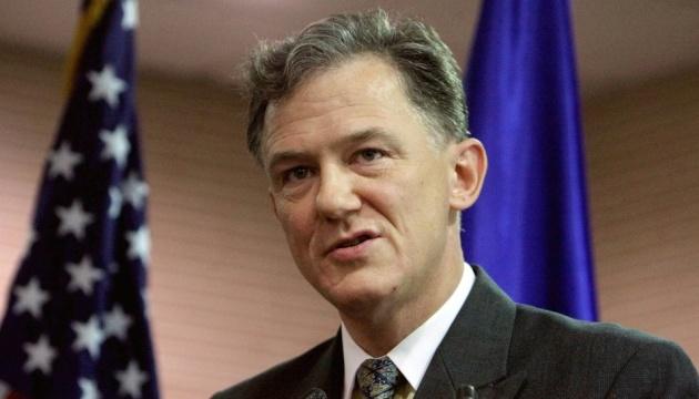 Кент призвал Украину к бдительности при сотрудничестве с Китаем