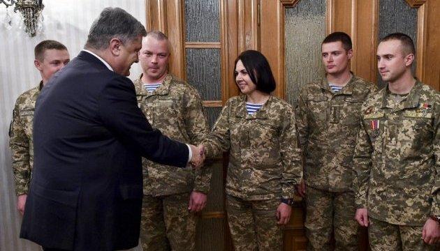 Президент разом з дружиною зустрівся з Героями України