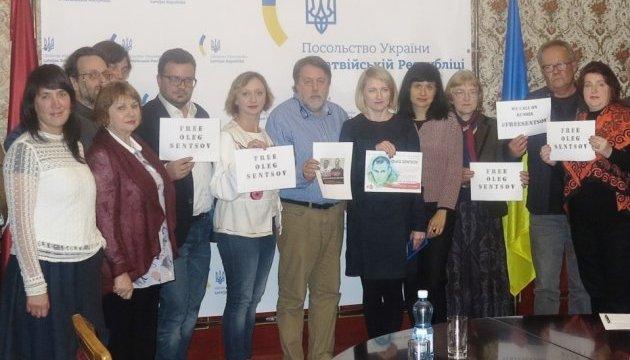 На відкритті Днів українського кіно в Ризі підтримали Сенцова