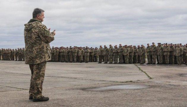 Порошенко: Українська армія 24/7 здатна протистояти агресору