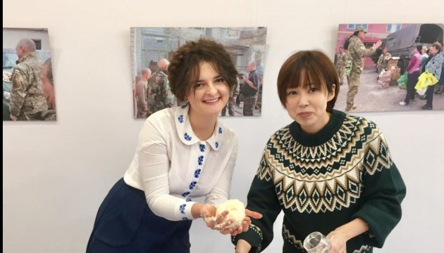 Украинские бойцы в стиле манга: японская художница открыла выставку в Укринформе