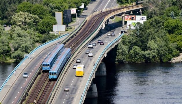 Рух автомобілів по мосту Метро у Києві буде обмежено на тиждень