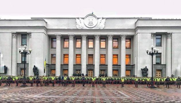 Die Polizei und Nationalgarde haben das Regierungsviertel in Kiew abgeriegelt - Foto