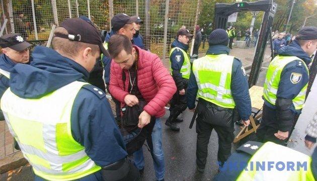 Полиция заявляет, что 4,5 тысячи митингующих под Радой ведут себя тихо
