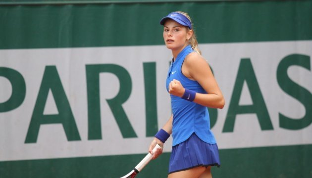 Теннис: 17-летняя украинка успешно стартовала на турнире во Франции