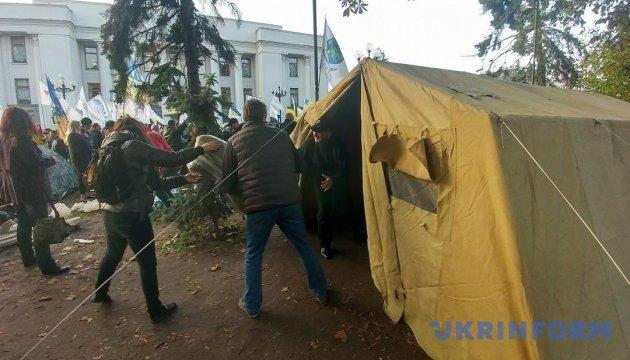 """""""Палаточный городок"""" возле Рады разгонять не будут - глава Нацполиции"""