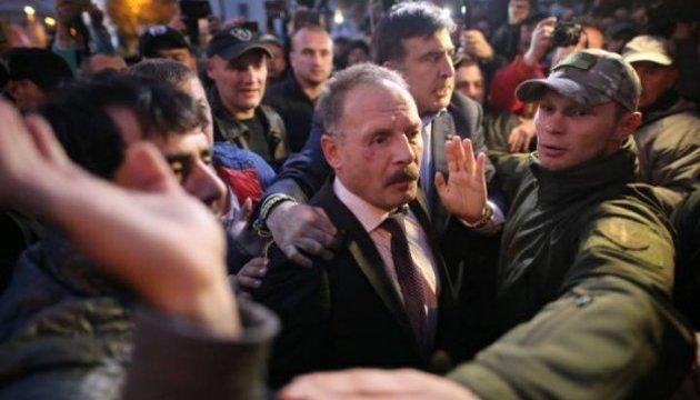 Les manifestants devant la Rada ont attaqué un député (vidéo)