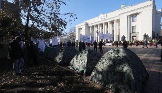 МВД призывает митингующих под Радой не идти на эскалацию