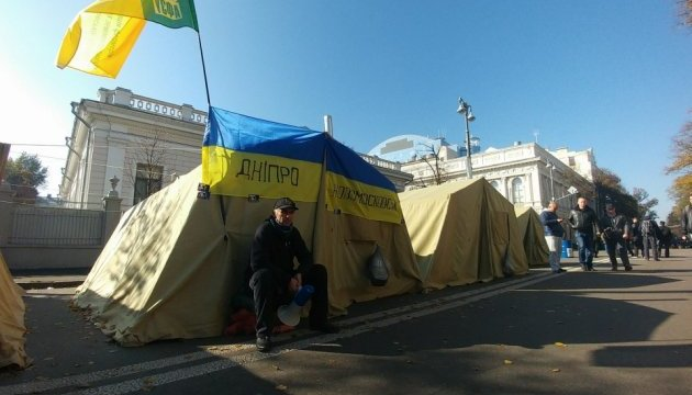 До утра в лагере под Радой оставались около 100 митингующих