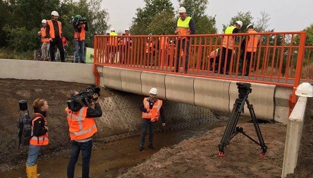 В Нидерландах можно проехаться по первому в мире напечатанному на 3D-принтере мосту