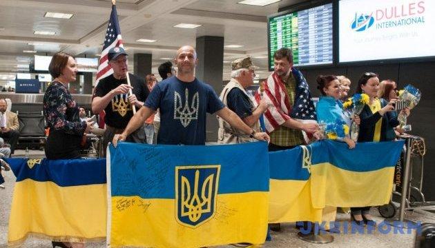 10 учасників АТО прилетіли до Вашингтона бігти марафон