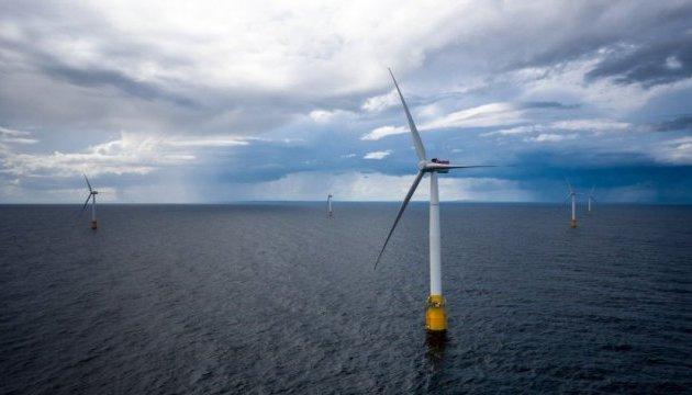 Британцы запустили первую в мире ветряную электростанцию на воде