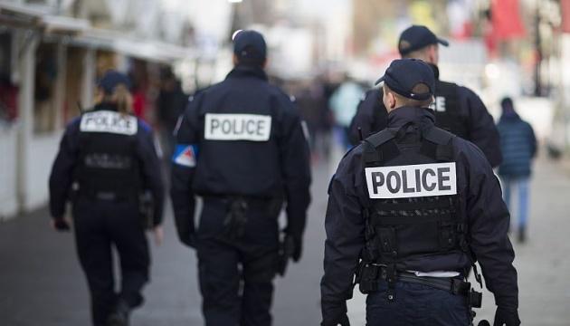 """Франція ухвалила антитерористичний закон, що """"розв'язує руки"""" поліції"""