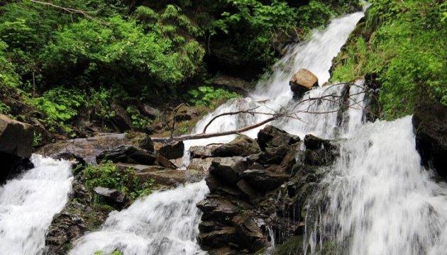 Популярный закарпатский водопад сделают более удобным для путешественников