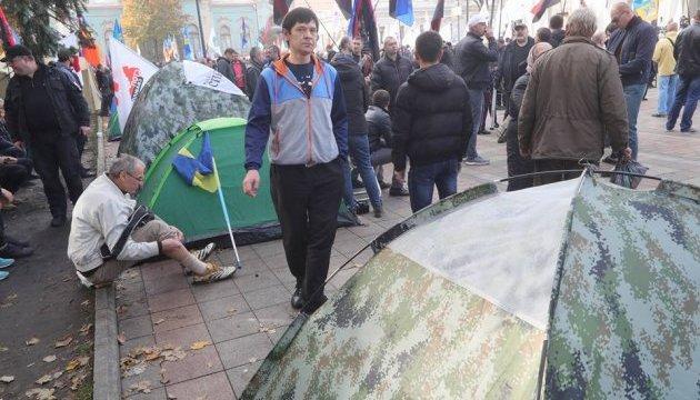 Casi 1.000 manifestantes se reúnen cerca del edificio de la Rada Suprema en Kyiv
