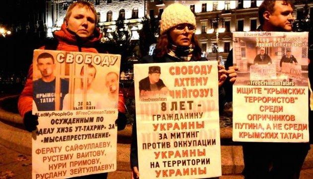 В Петербурге и Москве прошли пикеты в поддержку крымских татар