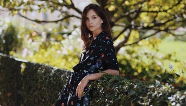 Una conocida marca ucraniana fotografía su nueva colección en Paris. Fotos