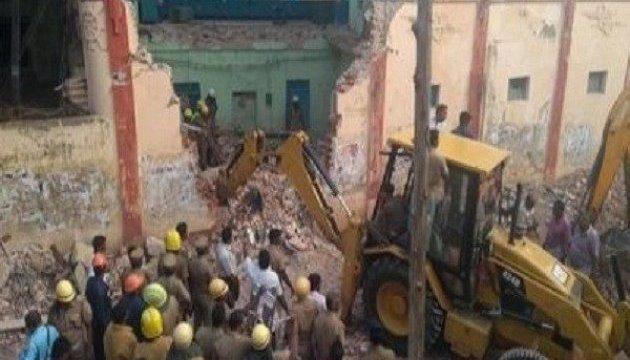 В Индии обрушилось здание автобусного депо, как минимум восемь погибших