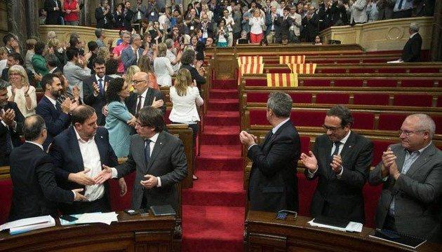 Іспанія оголосила про розпуск уряду Каталонії