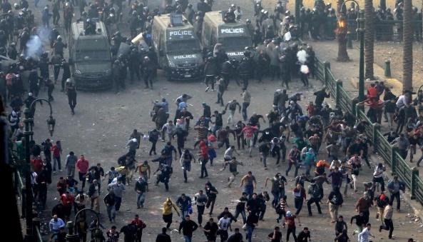 У Єгипті масові протести, поліція застосувала сльозогінний газ