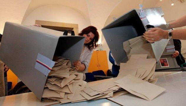 В Чехии завершились выборы, предварительно - лидирует Земан