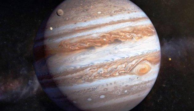 Апарат NASA передав на Землю знімок двох ураганів на Юпітері