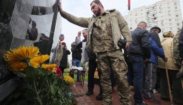 Памятник добровольцам АТО открыли в Киеве