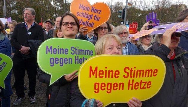 Бунестаг – без расизма и ксенофобии: в Берлине прошла многотысячная акция