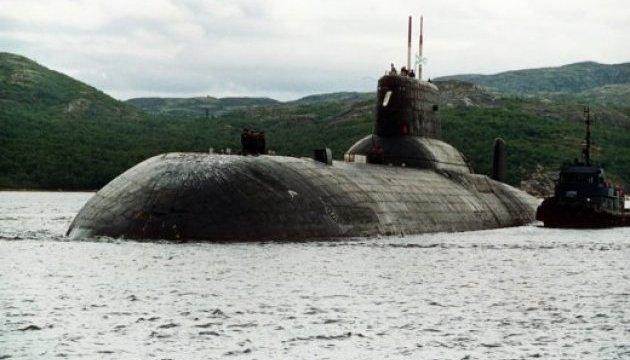 Біля латвійських вод знову помітили військовий корабель та підводний човен РФ