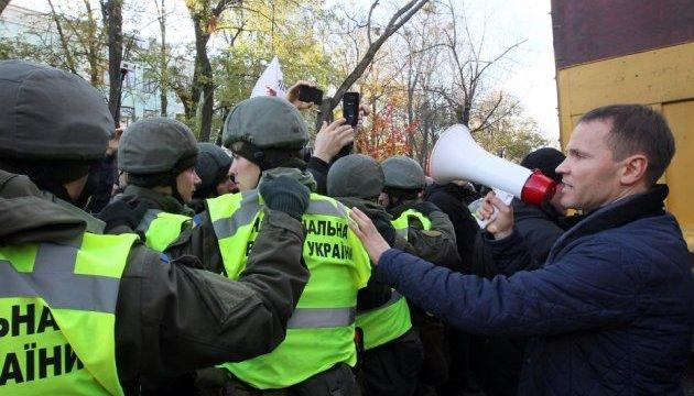 Під Радою поштовхалися мітингувальники та поліція