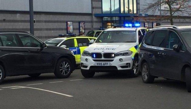 В Британии вооруженный мужчина захватил заложников в развлекательном центре