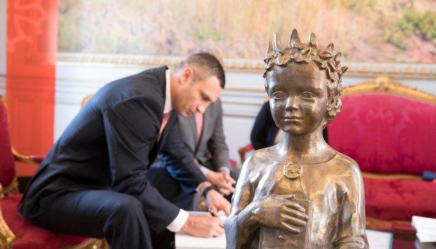 Кличко передал мэрии Тулузы памятник Анне Киевской