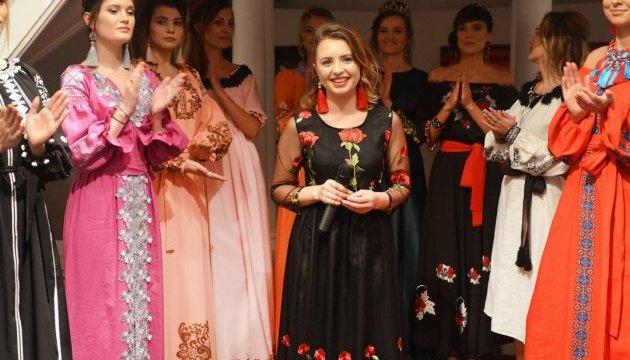 Українська дизайнерка провела у Парижі благодійний показ мод