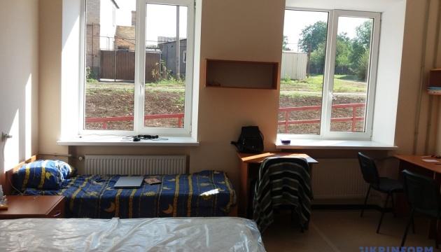 Порошенко обещает 184 современных общежития для военных