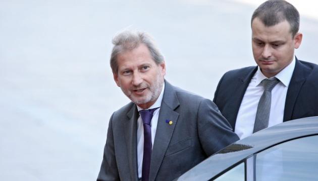 Єврокомісар Ган перебуває в Україні з візитом