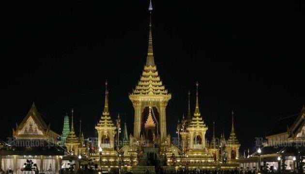 Короля Таїланду поховали через рік після смерті