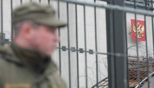 Штат посольства Росії у Британії скоротиться на 40%