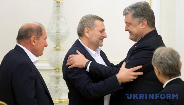 Чийгоз бореться за права цілого народу попри тиск і погрози - Порошенко